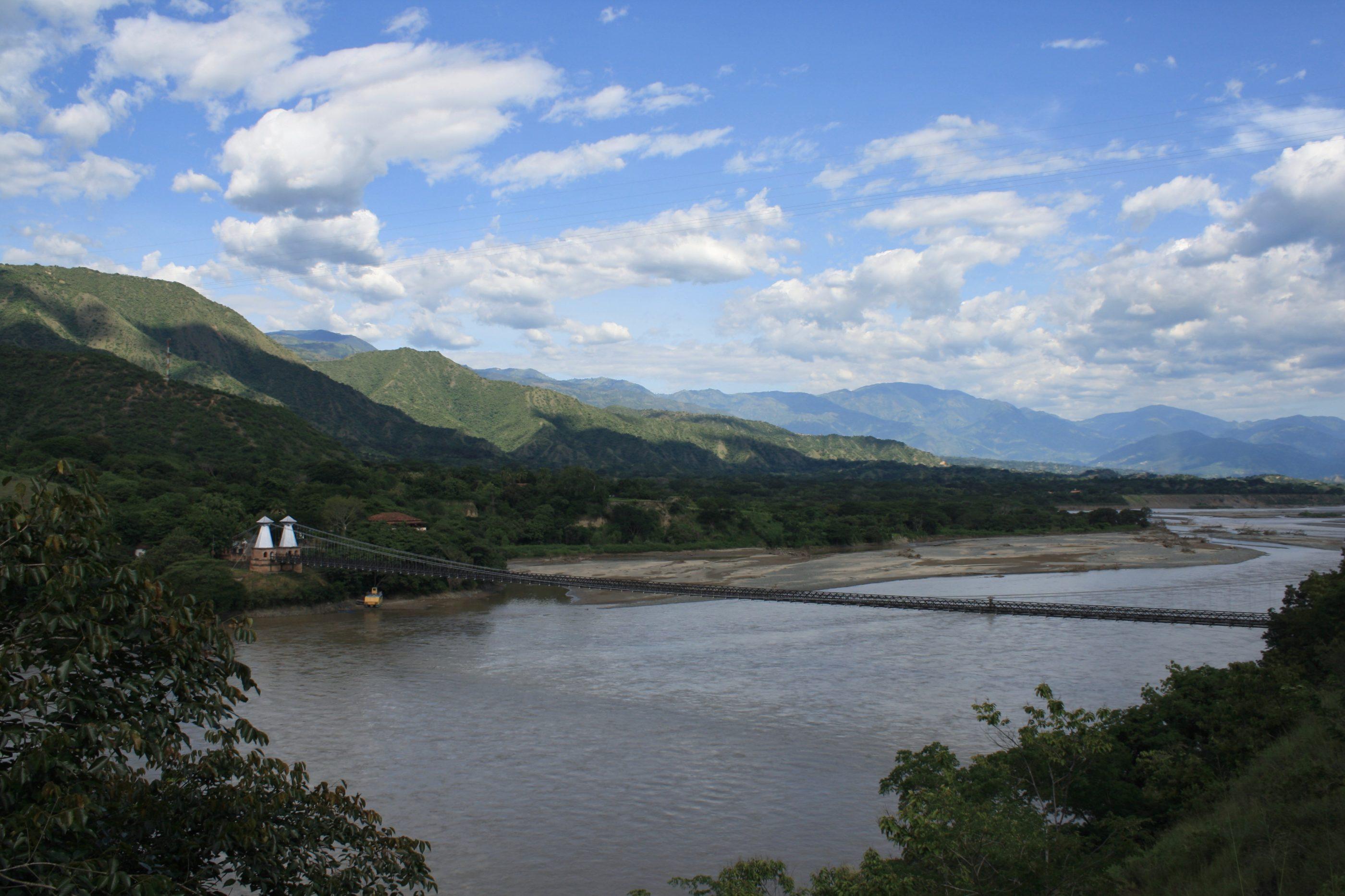 Die Puente de Occidente über den Río Cauca in Santa Fe de Antioquia
